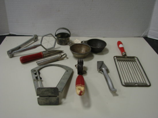 BULK LOT MISC. VINTAGE KITCHEN UTENSILS