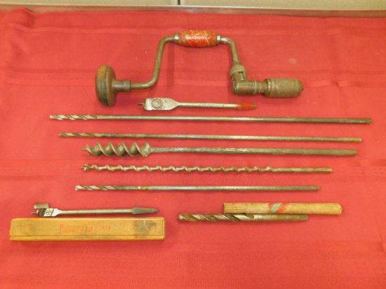 VINTAGE HAND DRILL AND ASSORTED DRILL BITS