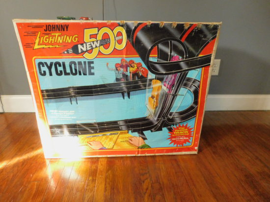 """VINTAGE TOPPER TOYS """" JOHNNY LIGHTNING """" CYCLONE 500 RACE TRACK"""