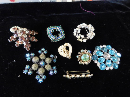 (8) VINTAGE BROOCHES / PINS