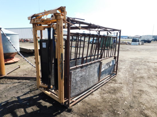 CATTLE SQUEEZE CHUTE W/ FOREMOST A-25 AUTO HEAD GATE