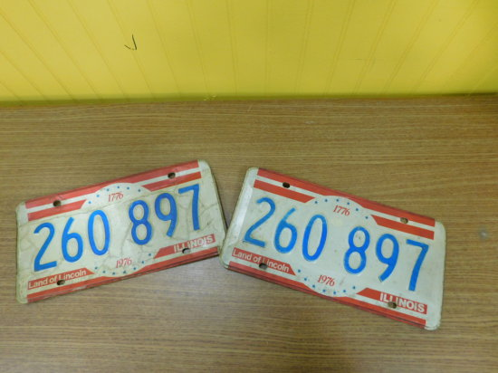 PAIR OF BICENTENNIAL ILLINOIS LICENSE PLATES