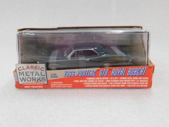"1:24 SCALE CLASSIC METAL WORKS 1966 PONTIAC GTO ""ROYAL BOBCAT"" NIB"