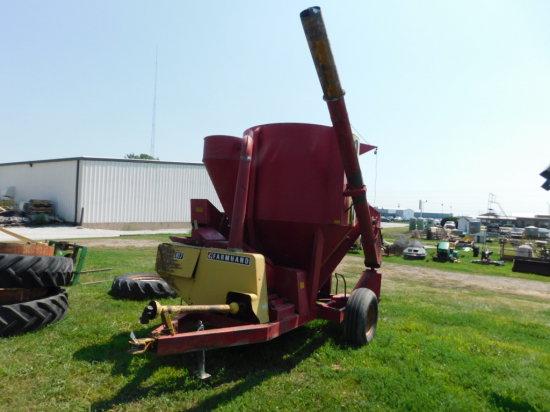 FARM HAND 817 GRINDER MIXER