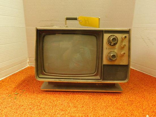 ZENITH SPIRIT OF '76 BLACK & WHITE AC/DC PORTABLE TV