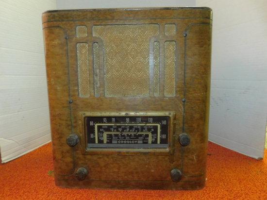 CROSLEY AM/SHORT WAVE WOOD CABINET RADIO