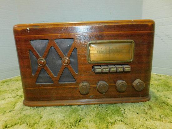 SEARS, ROEBUCK & COMPANY AM/SHORTWAVE WOOD CABINET RADIO