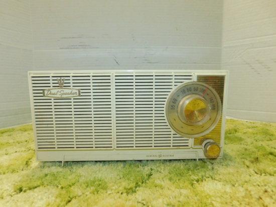 GENERAL ELECTRIC DUAL SPEAKER AM RADIO