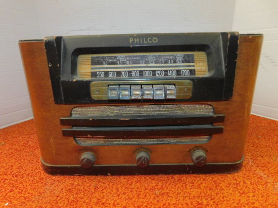PHILCO AM/SHORT WAVE RADIO W/ WOOD CABINET