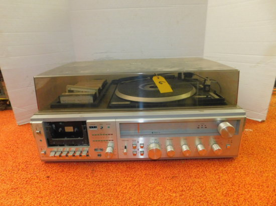 ZENIITH AM/FM STEREO RECEIVER / CASSETTE / TURNTABLE
