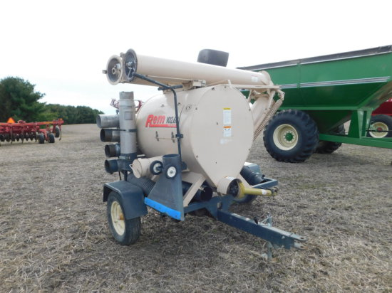 REM 1026 B GRAIN VAC W/ STANDARD SUCTION PIPE & 30FT ADDITIONAL PIPE
