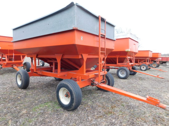 FARM & FLEET 250 BUSHEL GRAVITY WAGON ON GEAR