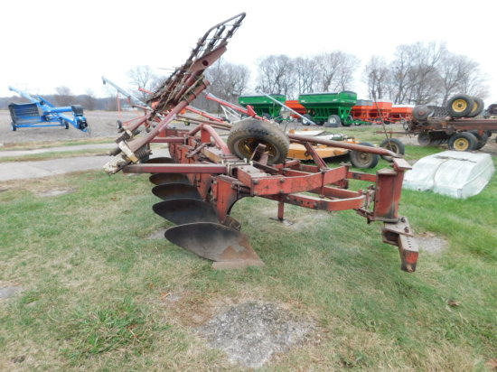 MINNEAPOLIS MOLINE 6BTM SEMI MOUNTED PLOW