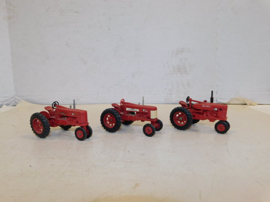 GROUP OF ERTL 1/32 FARMALL TRACTORS
