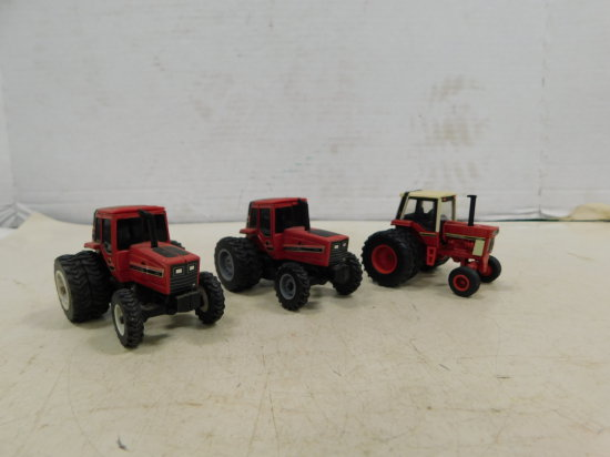 GROUP OF ERTL 1/64 INTERNATIONAL TRACTORS