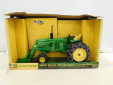 ERTL 1/16 JOHN DEERE 4020 TRACTOR W/ #48 LOADER DEALER EDITION W/ BOX