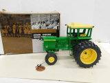 ERTL 1/16 LIMITED EDITION JOHN DEERE 4620 TRACTOR W/ BOX & MEDALLION