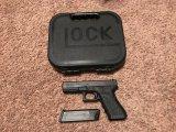 GLOCK MODEL 17 9MM AUTO PISTOL W/ HARD CASE SPEED LOADER & SEVERAL MAGS