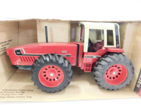 ERTL 1/16 SCALE INTERNATIONAL 3588  2+2 TRACTOR