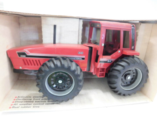 ERTL 1/16 SCALE INTERNATIONAL 6388  2+2 TRACTOR