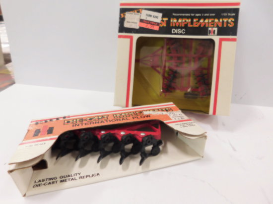 (2) ERTL 1/32 SCALE IH DIE CAST FARM IMPLEMENTS