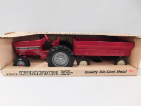 ERTL 1/16 SCALE INTERNATIONAL TRACTOR & WAGON SET