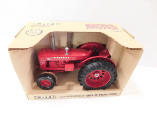 1988 ERTL 1/16 SCALE McCORMICK WD-9 TRACTOR