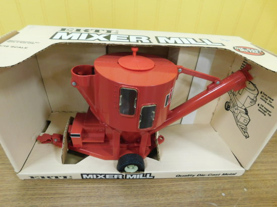 ERTL 1/16 SCALE IH MIXER MILL
