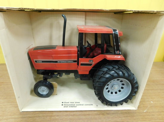 ERTL 1/16 SCALE IH 5288 TRACTOR WITH CAB