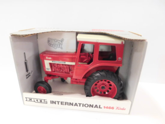 1990 ERTL 1/16 SCALE INTERNATIONAL 1466 TURBO TRACTOR