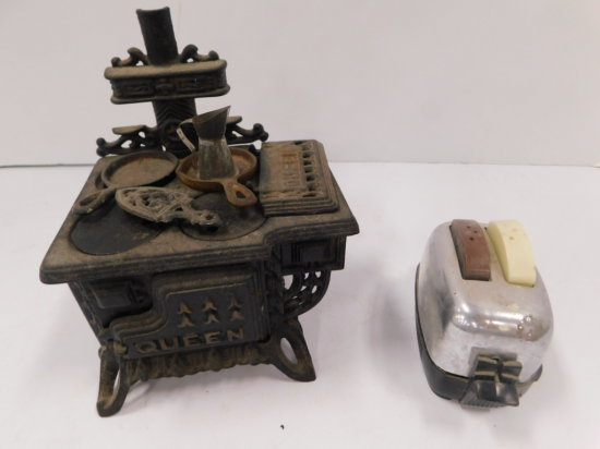 VINTAGE CHILDRENS STOVE AND TOASTER