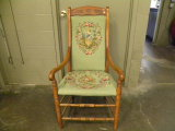 VINTAGE UPHOLSTETED SIDE CHAIR