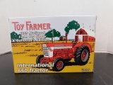 1/16 ERTL TOY FARMER INTERNATIONAL 660 TRACTOR NIB