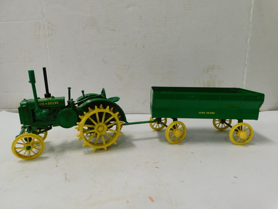 ERTL METAL JOHN DEERE TRACTOR AND TRAILER
