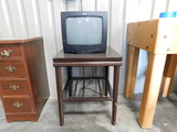 WOODEN TV STAND WITH RCA 13