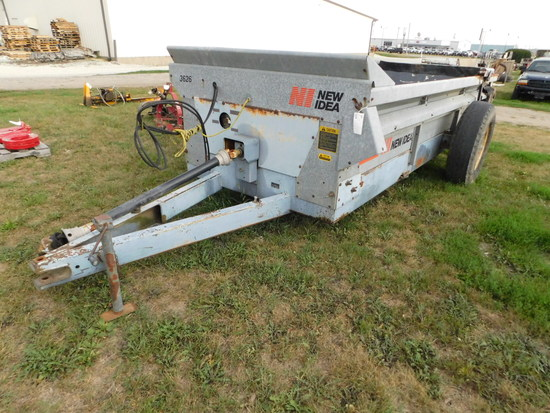 NEW IDEA 3626 MANURE SPREADER W/ HYDRAULIC SLOP GATE