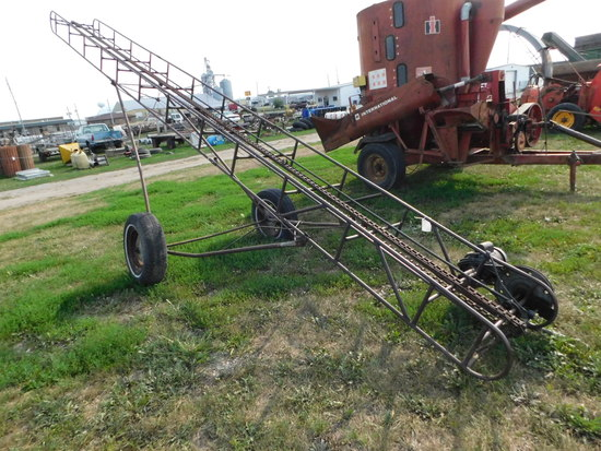 PORTABLE HAY ELEVATOR ON RUNNING GEAR W/ ELECTRIC MOTOR