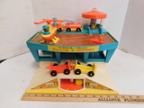 FISHER PRICE PLAY FAMILY AIRPORT