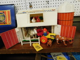 FISHER PRICE PLAY FAMILY FARM