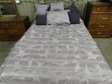 FULL SIZE METAL FRAMED BED W/ COMFORTER & RUG