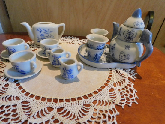 (2) SMALL CHILDS TEA SETS