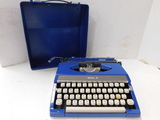 VINTAGE ROYAL RANGER MANUAL TYPEWRITER IN CASE