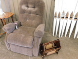 BROWN MED-LIFT ELECTRIC LIFT CHAIR & WOODEN MAGAZINE RACK