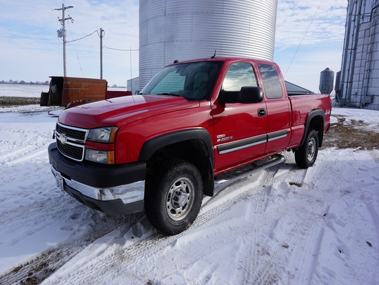 2005 CHEVROLET 2500HD 4X4 EXT CAB DIESEL PICKUP
