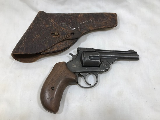 HARRINGTON & RICHARDSON .38 S&W CAL AUTO EJECTING 5 SHOT REVOLVER W/LEATHER HOLSTER