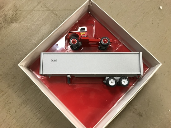 WINROSS 1/64 SCALE QUINN FREIGHT LINES SEMI TRUCK & TRAILER