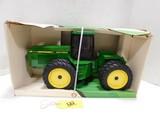 8560 JOHN DEERE 4 WHEEL DRIVE DIE CAST TRACTOR