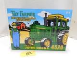 2001 NATIONAL FARM TOY SHOW JOHN DEERE 4520 DIE CAST TRACTOR