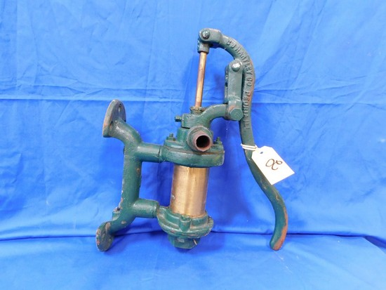 WALL MOUNT PITCHER PUMP