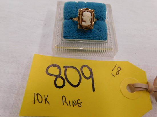 10 KT GOLD RING W/ CAMEO